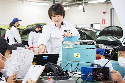 一級自動車研究開発学科 講師 杉本 友里恵先生
